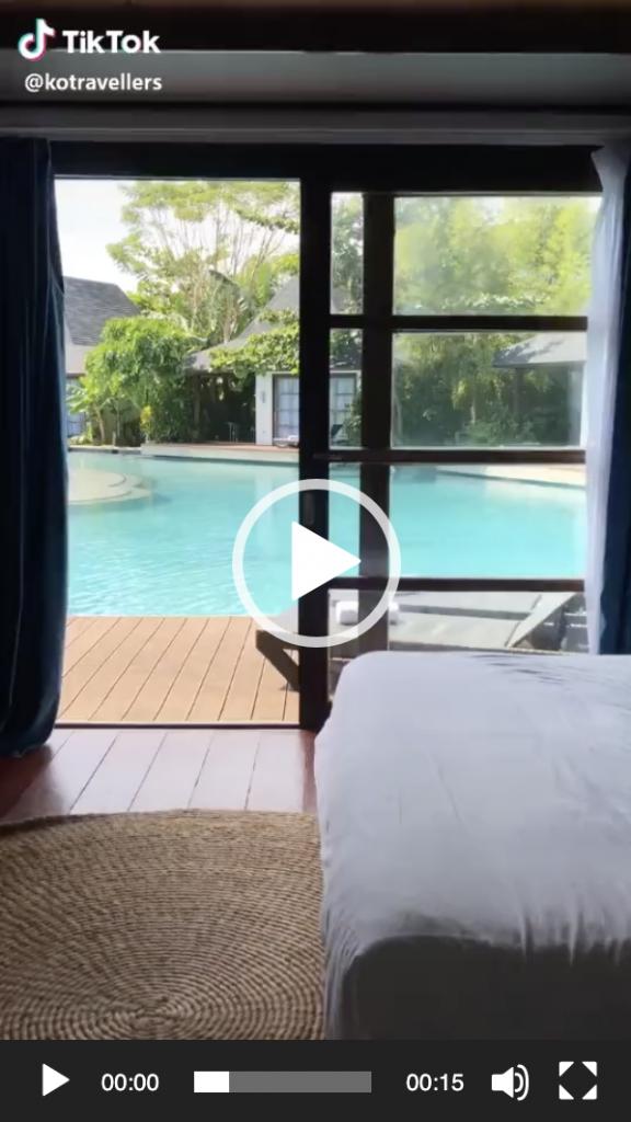 Tiktok in hotel il tuffo in piscina
